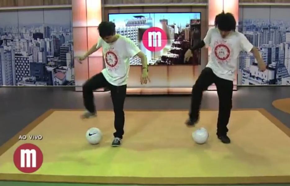 【海外TV】 息ぴったり!? 日本人の衝撃サッカーパフォーマンス!! ALEG-Re on Mulheres TV GAZETA